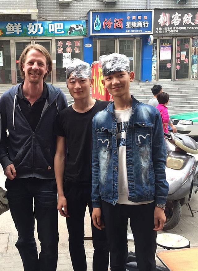 Endriss mit zwei Jugendlichen