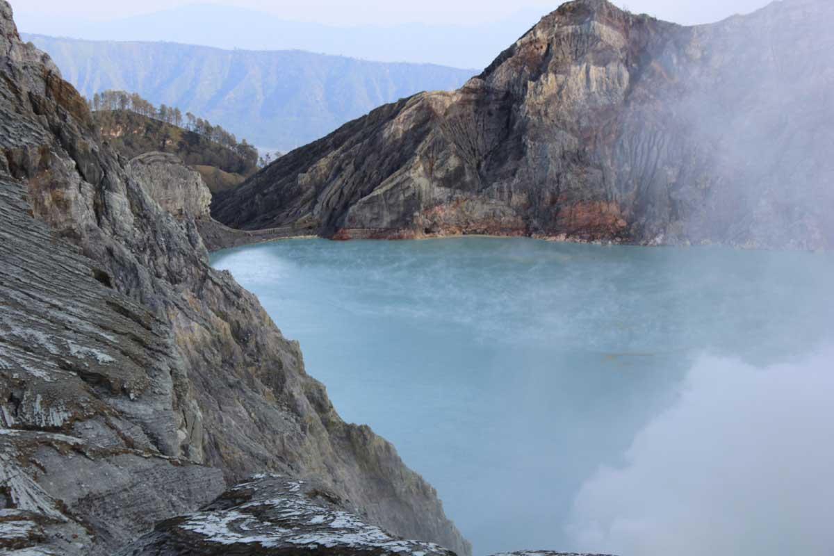 Der atemberaubende Aussicht vom Kraterrand