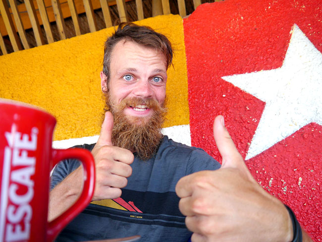 Am Ziel: der erste Kaffee in Togo
